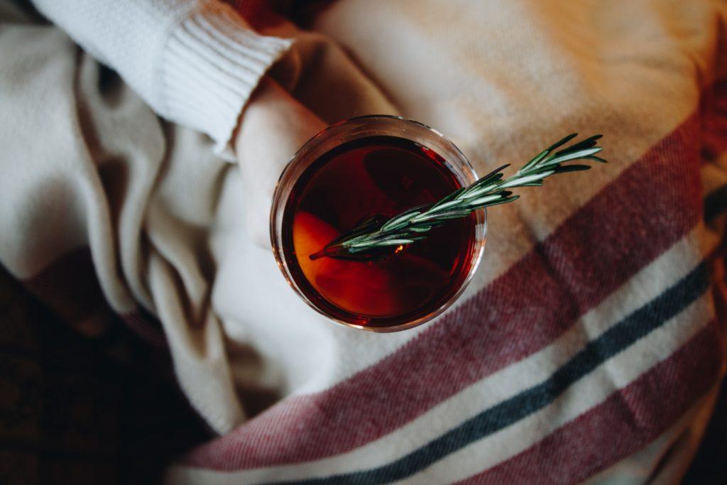 beneficios del alcohol de romero